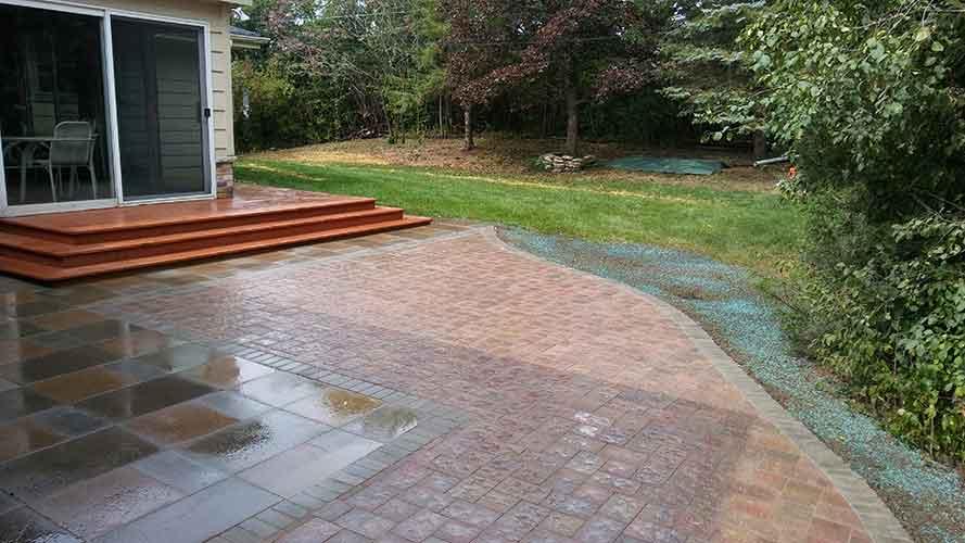 Image of finished NVLS Hardscape paver patio
